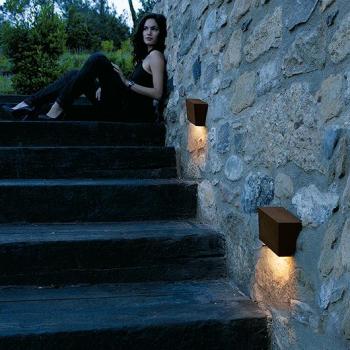 Break_outdoor_lamp_4110