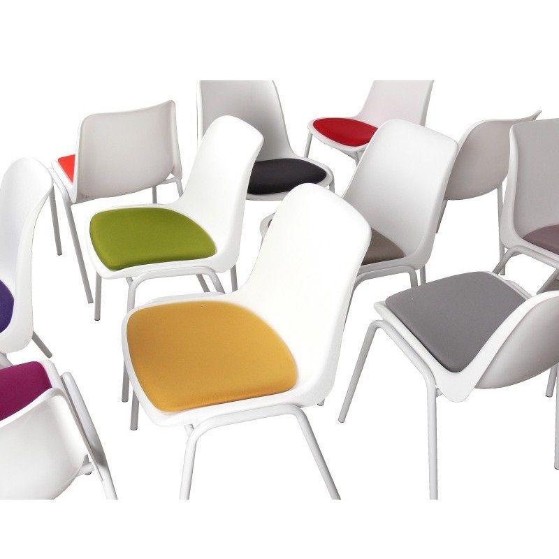Krzesło z tapicerowanym siedziskiem